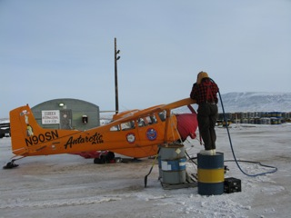 It gets a bit tricky filling the tip tanks of the Polar Pumpkin when ladders are not available