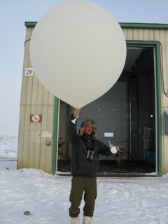 French professional photographer Vincente Munier tries his hand at launching a hydrogen filled weather balloon from Eureka Weather Station.